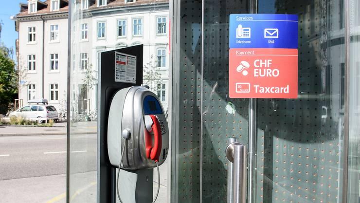 Telefonkabine der Swisscom am Erasmusplatz