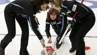 Das Team Davos mit Skip Mirjam Ott (mitte) startete mit zwei Siegen in die EM-Ausscheidung
