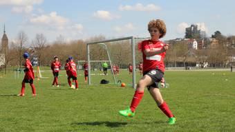Bei schönstem Wetter verbringen über 300 fussballbegeisterte Kinder eine Woche im Juniorencamp des FC Aarau