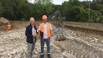 Abwasserverbands-Präsident Hans Killer (l.) und Projektleiter Manuel Rey vor der Baustelle in der Kläranlage.