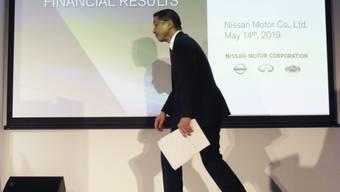 Nissan-Chef Hiroto Saikawa muss an der Bilanz-Medienkonferenz eine Halbierung des Gewinns bekanntgeben.