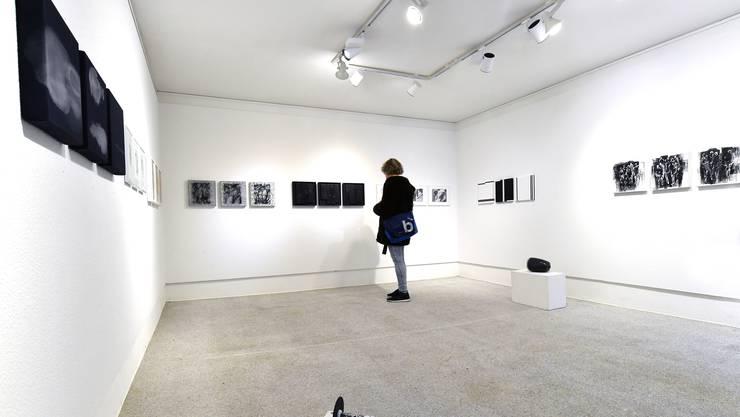 Durch den bewussten Verzicht auf Farben entstehen an der diesjährigen Visarte-Ausstellung spannende Kontraste.