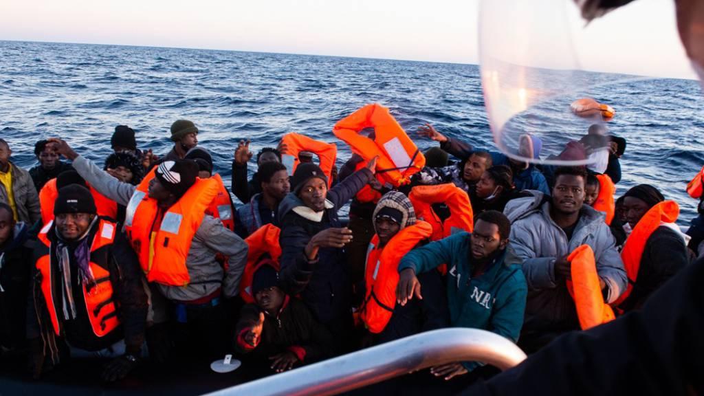 «Ocean Viking» darf mehr als 370 Bootsmigranten nach Sizilien bringen