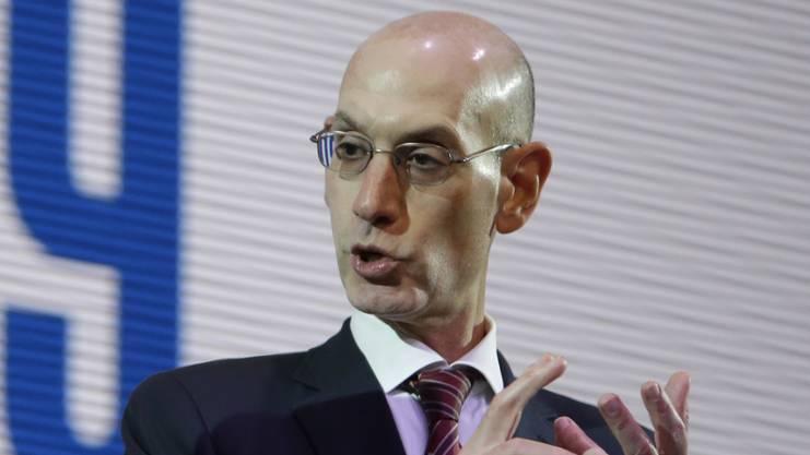 Der NBA-Commissioner Adam Silver an einer Medienkonferenz in Japan