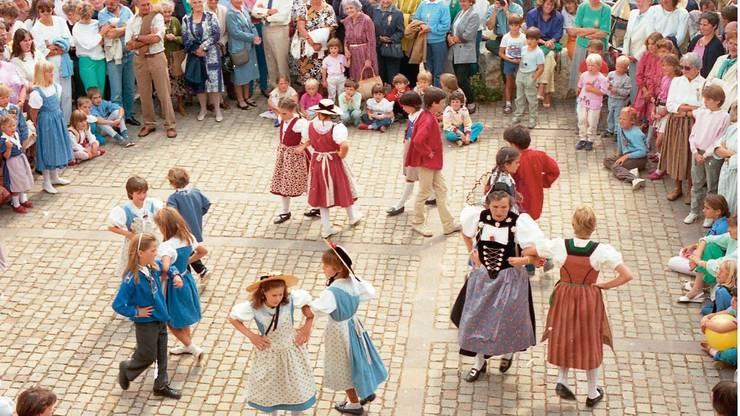 Die Kinder-Trachtengruppe sorgte beim Fest im Jahr 1986 für Unterhaltung.