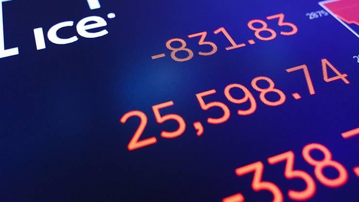Minuszeichen an den US-Börsen: Die Angst vor einer Ausweitung des Handelskrieges schickt die Aktien am Mittwoch vielerorts auf Talfahrt.