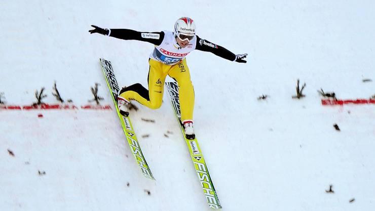 Simon Ammann landet im zweiten Durchgang in Innsbruck auf der roten Linie – zu früh, um Thomas Morgenstern zu gefährden. Keystone