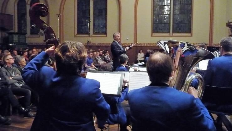 Dirigent Pascal Maillard, hier in Aktion in der Thomaskirche, leitet seit zehn Jahren den Musikverein Harmonie Gerlafingen.