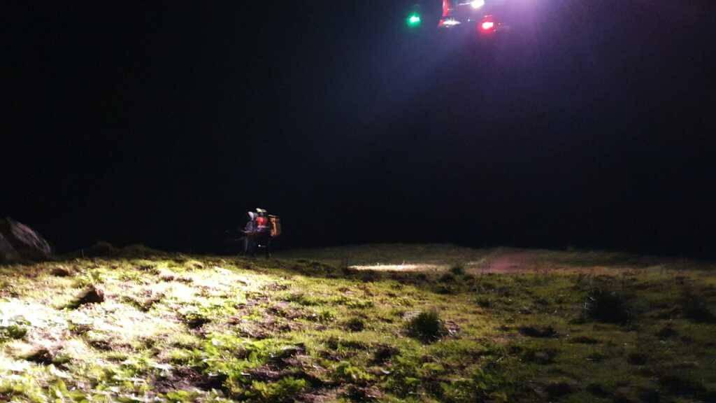 Der Rega-Helikopter bei seinem Nachtinsatz am Bockmattlistock.
