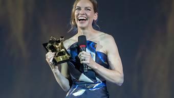 Hilary Swank ist am Filmfestival Locarno mit dem Ehrenpreis ausgezeichnet worden. Sie wurde als Schauspielerin gewürdigt, die das Bild der Frauen im Kino mit ihrer stets mutigen Rollenwahl entscheidend modernisiert habe.