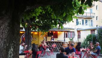 Lauschig unter Bäumen: der Pop-up-Biergarten der Brauerei Drei Tannen.