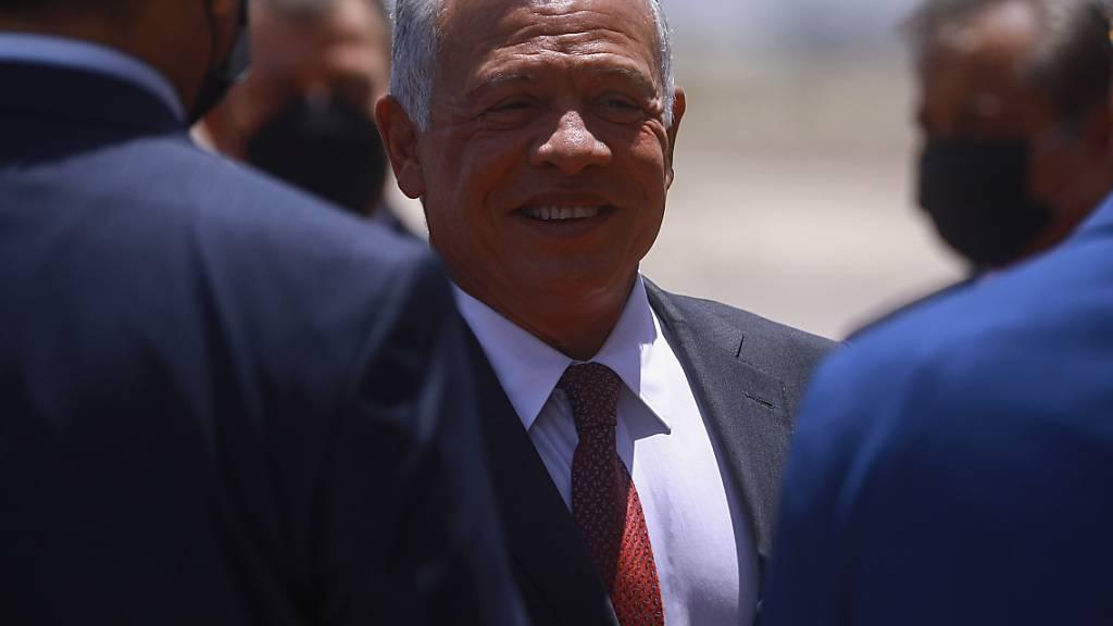 Sein jüngerer Halbbruder soll ein Mordkomplott gegen Jordaniens König Abdullah II. (Mitte) geplant haben. Foto: Ameer Al Mohmmedaw/dpa