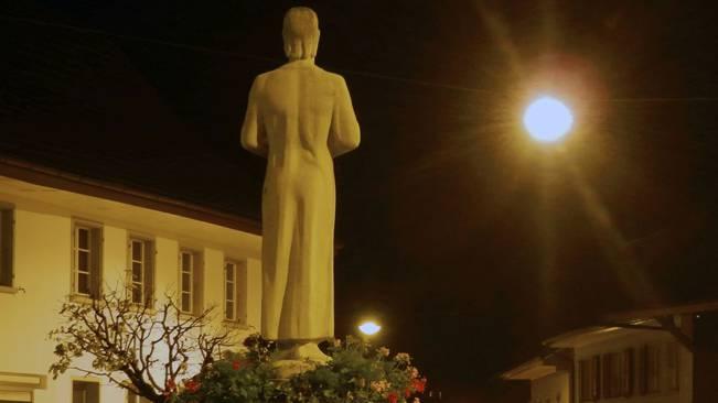 Der Bruder-Klaus-Brunnen als Lichtblick – so wie die Steuererhöhung für die Gemeindefinanzen.