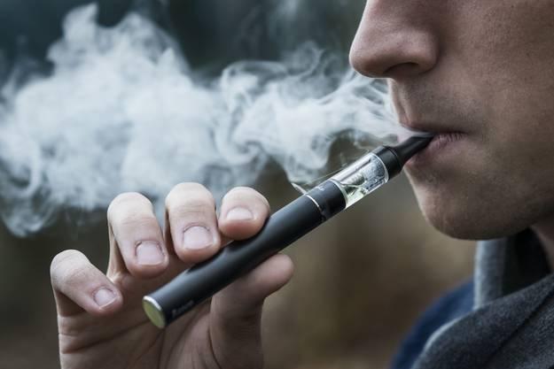 Viele Raucher steigen auf die E Zigarette um