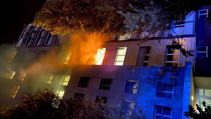 Die Wohnung stand beim Eintreffen der Feuerwehr in Flammen.