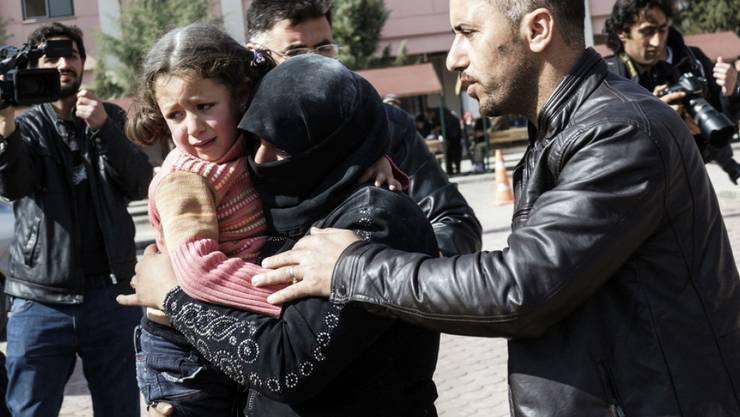 Tausende Menschen in Syrien fliehen vor den Kämpfen in Aleppo. (Symbolbild)