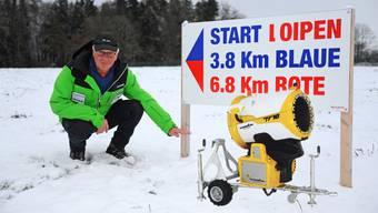 Loipenpräparator Bernhard Aeschbach zeigt es an Bis er mit dem Schneetöff und dem Ratrac losfahren und die Loipen präparieren kann, benötigt es noch rund 20 Zentimeter mehr Schnee im Gebiet Kalthof-Wiliberg.