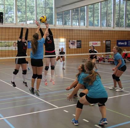 Doppelblock des VBC Kanti Baden gegen TSV Frick