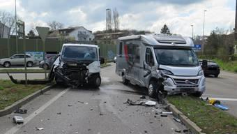 Die beiden Fahrzeuge wurden beim Zusammenstoss stark beschädigt.