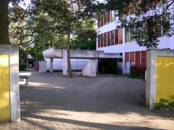 Das sanierungsbedürftige Schulhaus Hasel Spreitenbach