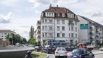 Insbesondere der Pendlerverkehr belastet Basels Strassen.
