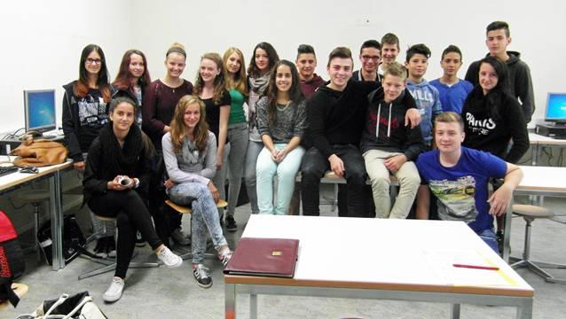 Diese Schulklasse aus Niedergösgen arbeitete während des Unterrichts aufmerksam und neugierig.