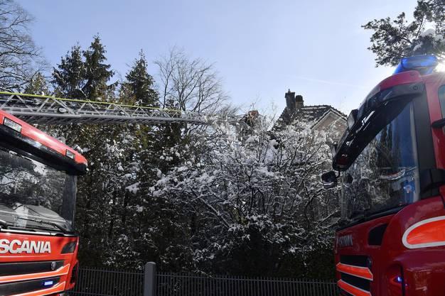 Brand Burgweg 32 Obergeschoss komplett ausgebrannt, keine Verletzten.