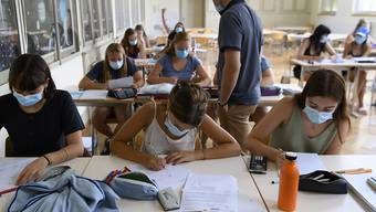 An den Kantons- und Berufsschulen gilt eine strengere Maskenpflicht. An Sekundarschulen nicht. (Themenbild)