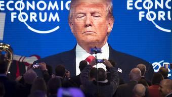 Trump schwebte auch vor seiner Ankunft in Davos über dem WEF-Jahrestreffen. Nun hielt er seine lange erwartete Rede - und machte wie erwartet Werbung für sein Land.
