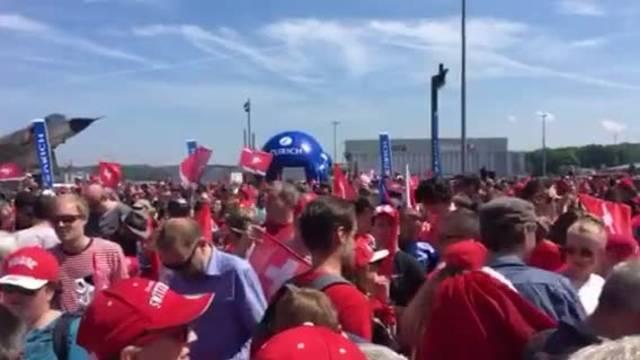 Grosser Empfang für die WM-Helden am Flughafen Zürich