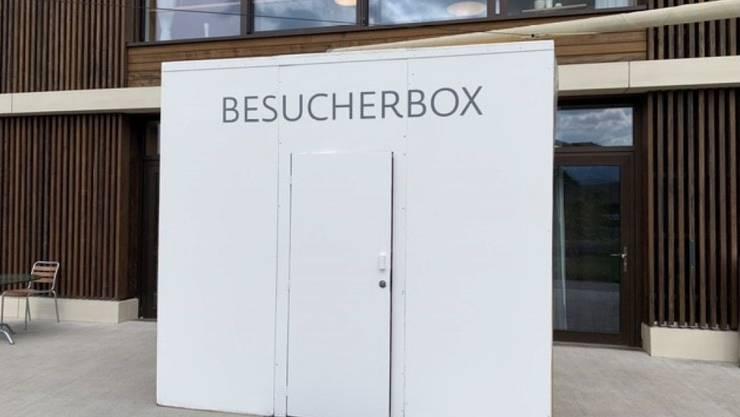 Die Besucherbox vor einem Pflegeheim in Steffisburg BE.