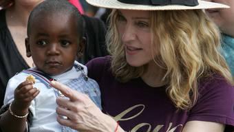 Popstar Madonna hat unter anderem den malawischen Jungen David Banda adoptiert (Archiv)