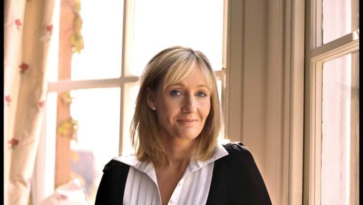 Die britische Autorin J.K. Rowling soll laut BBC heimlich ihr Elternhaus im Südwesten Englands gekauft haben. Dort gibt es einen Abstellraum unter der Treppe, ähnlich dem Verschlag, in dem Harry Potter bei seinen Verwandten leben musste. (Archivbild)