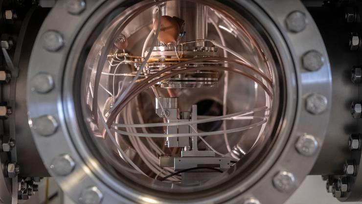 Blick auf das Massenspektrometer Origin im Inneren eines Testsystems an der Universität Bern. Darin werden Bedingungen wie im Weltraum simuliert.
