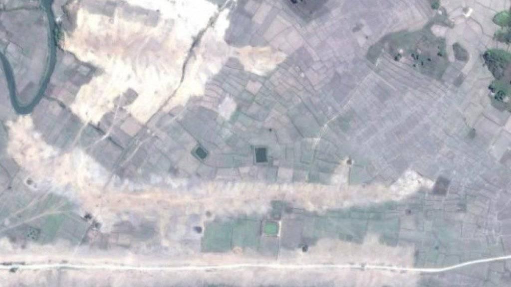 Satelliten-Bilder als Beweismittel: Sie sollen die Zerstörung des Dorfs Gwa Son in Myanmar irgendwann zwischen Anfang und Mitte Februar 2018 zeigen.