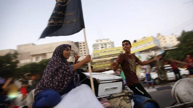 Eine palästinensische Familie feiert die Waffenruhe in Gaza