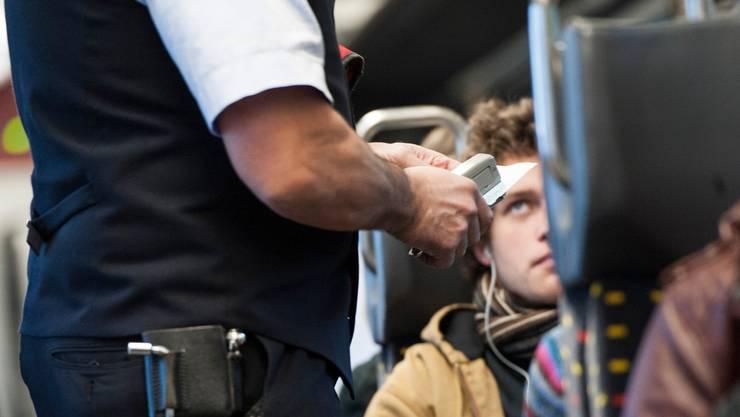 Kontrollen werden seltener im öffentlichen Verkehr – doch die Billettpflicht gilt weiterhin. (Symbolbild)