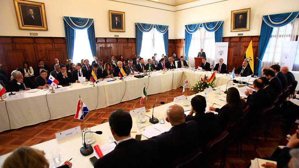 Vertreter aus 13 lateinamerikanischen Staaten suchen bei einem Treffen in Quito nach Lösungen für die Flüchtlingswelle aus Venezuela.