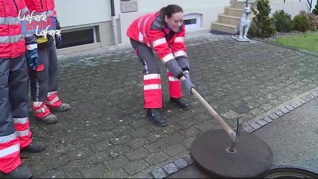 Liefere statt Lafere: Tanja Gutmann bei der Kanalreinigung