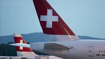 Zwei Flugzeuge der Swiss mussten den Flug abbrechen, nach dem sie von Blitzen getroffen worden waren. (Symbolbild)