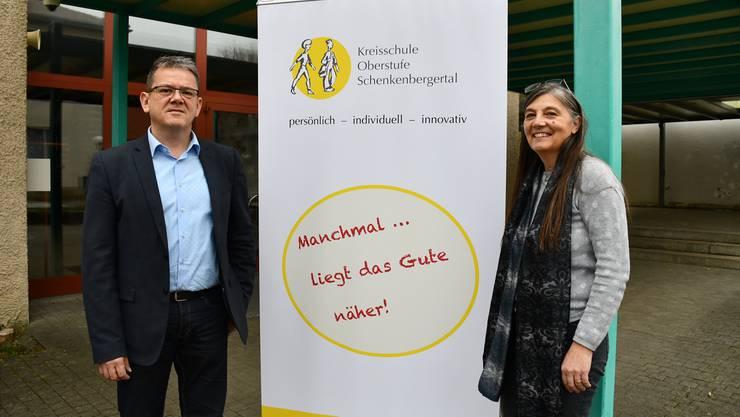 Ulrich Salm, Präsident der Kreisschule Oberstufe Schenkenbergertal, und Schulleiterin Christa Jäggi äusserten sich im Abstimmungskampf zur Zukunft der Bezirksschule in Schinznach-Dorf.