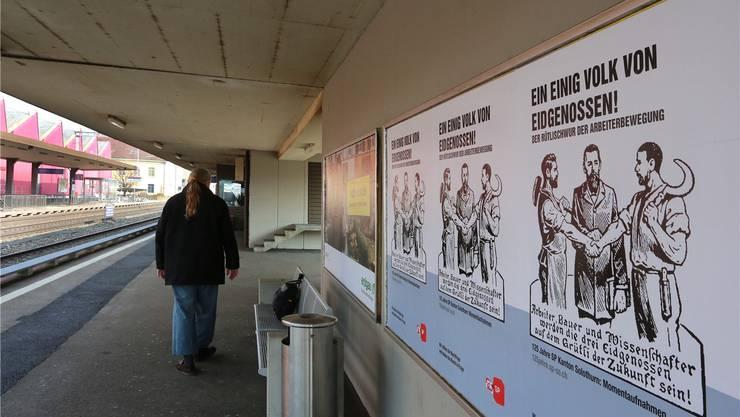 Das erste Plakat-Sujet zum Jubiläum 125 Jahre SP Kanton Solothurn (hier im Bahnhof Schönenwerd) reizte die Junge SVP zu Widerspruch.