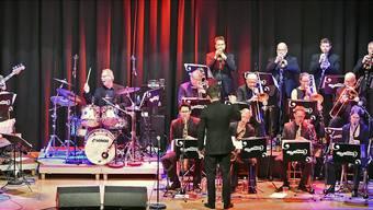 17 Köpfe, aber alle im selben Geist vereint: Die Big Band Olten sorgte an ihrem Jubiläumskonzert für Hochstimmung in der Schützi.
