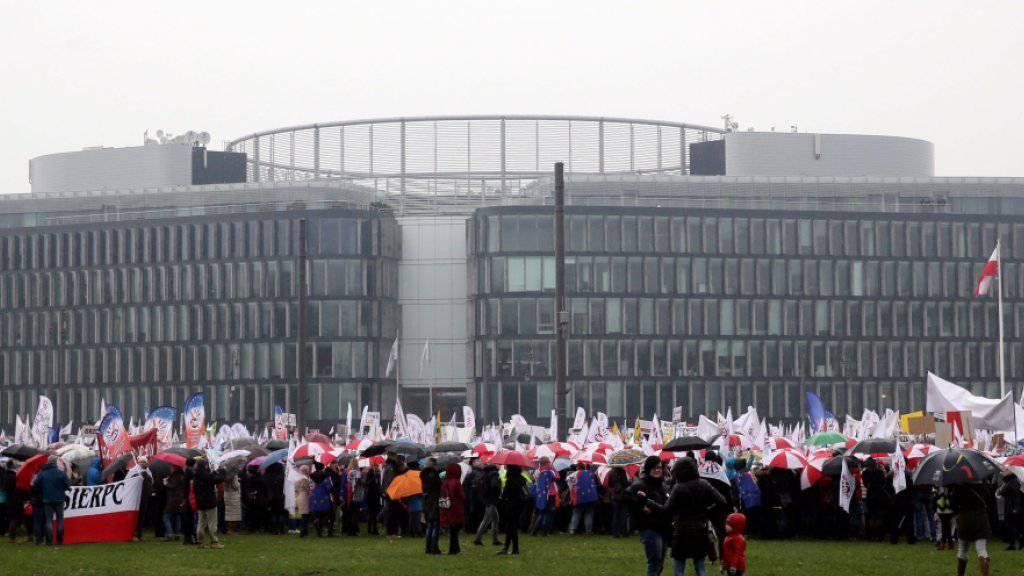 Mittelschulen sollen abgeschafft werden: Die Demonstranten befürchten eine Zerstörung des polnischen Schulsystems.