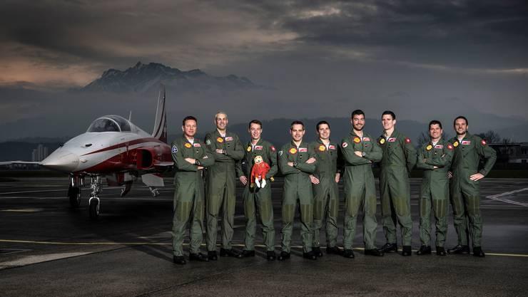 Das Team der Patrouille Suisse inszeniert sich wie das Ensemble eines Actionfilms. Die Darbietung am Wochenende bot allerdings eher Stoff für eine Komödie. Leader Gunnar «Gandalf» Jansen ist der zweite von links.