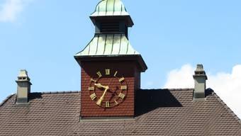 Das Uhrwerk der Schul-Turmuhr in Zuchwil steht still.