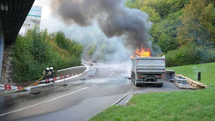 Am Freitagnachmittag fing ein Lastwagen in Eptingen Feuer.