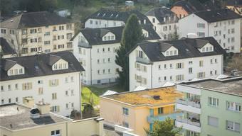 Es geht um jährlich 190 000 Franken, welche die Gasversorgung der Stadt abliefern müsste. Hier der Blick über ein Schlieremer Mehrfamilienhaus-Quartier.