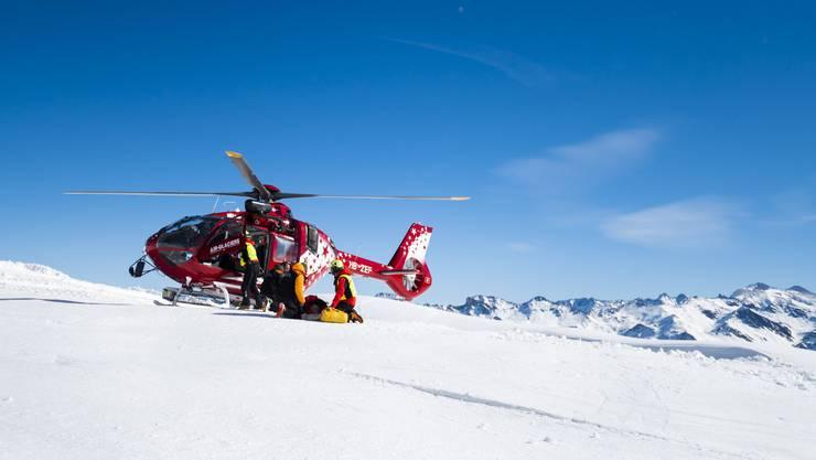 Einsatzkräfte der Air-Glaciers haben den verunfallten Piloten auf dem Guggigletscher geborgen. (Symbolbild)