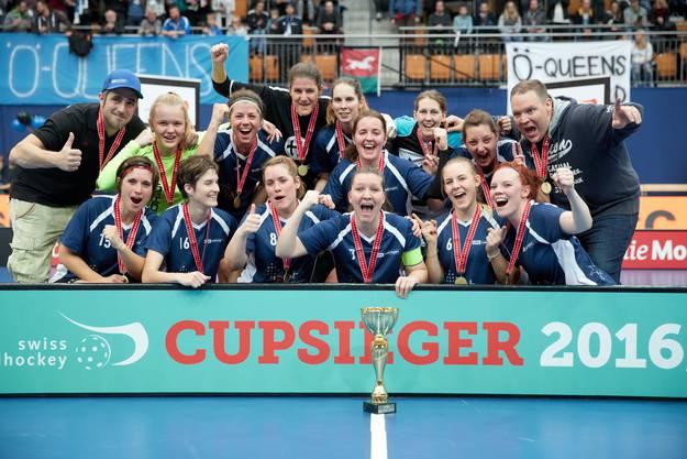 ...der Unihockeyclub Oekingen feiert den Schweizer Cupsieg